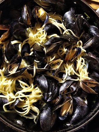 mussels in white wine sauce3