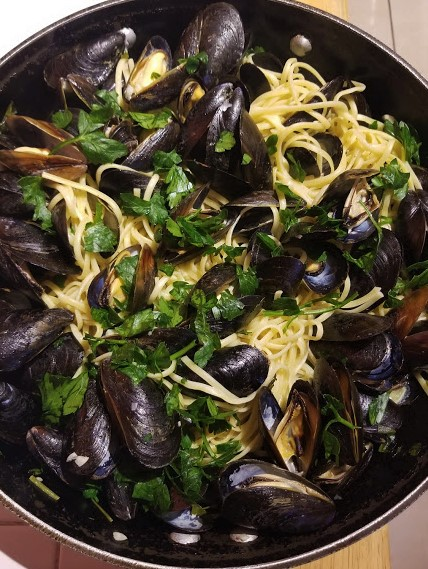 mussels in white wine sauce6